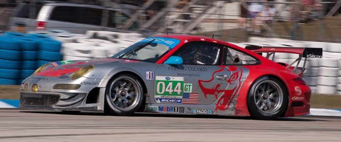 Flying Lizards Porsche 997 GT3 car 044 in turn 5