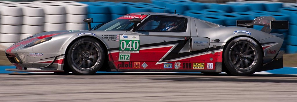 Ford GT, car 040 in turn 5